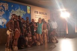 Monika Eckert moderiert das großen Finales der 50. ITB in Berlin im Palais am Funkturm